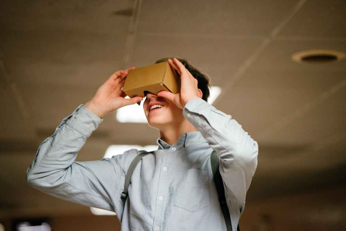 Virtual Reality in the Math Class: Moving from Abstract to Concrete
